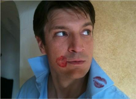 Nathan Fillion kisses fotor