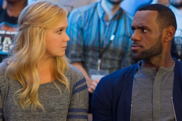 TRAINWRECK - 2015 FILM STILL - Pictured: Amy (AMY SCHUMER) chats it up with LEBRON JAMES as himself - Photo Credit: Mary Cybulski  © 2015 Universal Studios. ALL RIGHTS RESERVED.